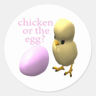 Pollo o el huevo pegatina redonda