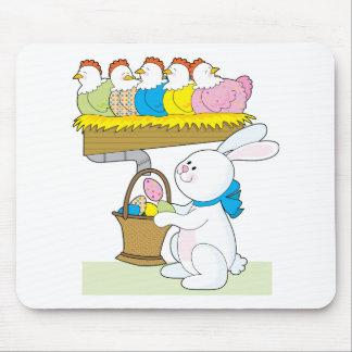 Pollos de Pascua del arco iris Alfombrillas De Ratones