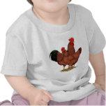 Pollos del rojo de la producción camisetas