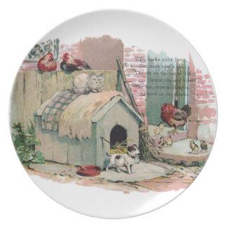 Pollos, gato y perro del descortezamiento plato de comida