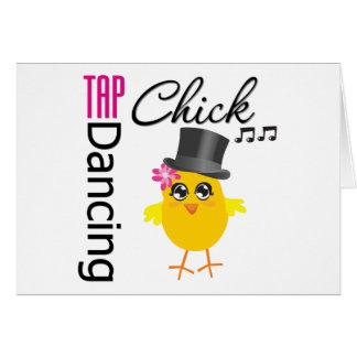 Polluelo 2 del baile de golpecito tarjeta de felicitación