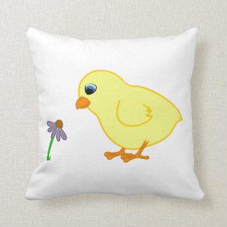 Polluelo amarillo con Coneflower púrpura Almohadas