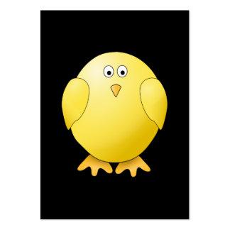 Polluelo amarillo lindo. Pequeño pájaro en negro Plantilla De Tarjeta De Negocio