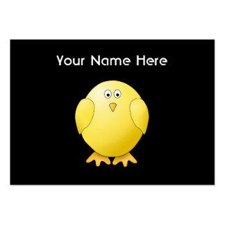 Polluelo amarillo lindo. Pequeño pájaro en negro Tarjetas De Visita Grandes