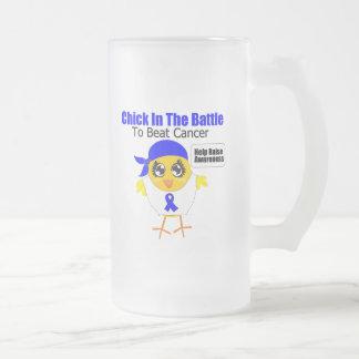 Polluelo anal del cáncer en la batalla para batir tazas de café