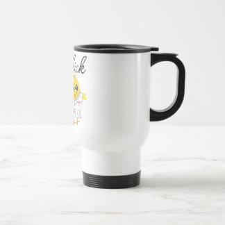 Polluelo auxiliar v2 del médico taza de café