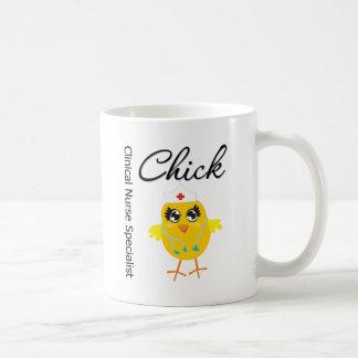 Polluelo clínico v1 del especialista de la enferme tazas de café