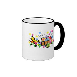 Polluelo con las camisetas y los regalos del carro taza de café
