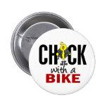 Polluelo con una bici pin