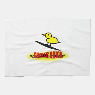 Polluelo de la persona que practica surf toalla