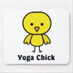 Polluelo de la yoga tapetes de ratón