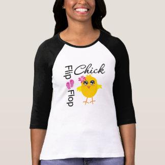 Polluelo de las sandalias del balanceo camisetas