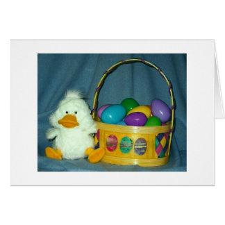Polluelo de Pascua con la cesta Tarjeta De Felicitación
