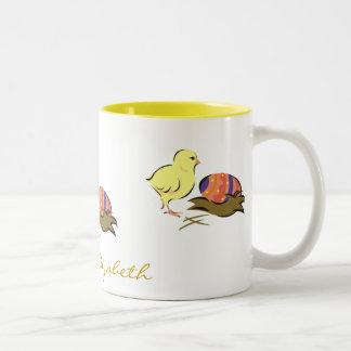 Polluelo de Pascua y huevo pintado Taza De Dos Tonos