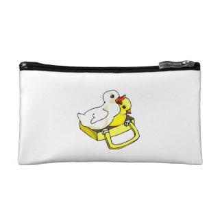 polluelo del anadón en maleta