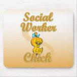 Polluelo del asistente social alfombrilla de ratón