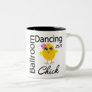 Polluelo del baile de salón de baile taza de café