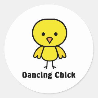 Polluelo del baile etiqueta redonda