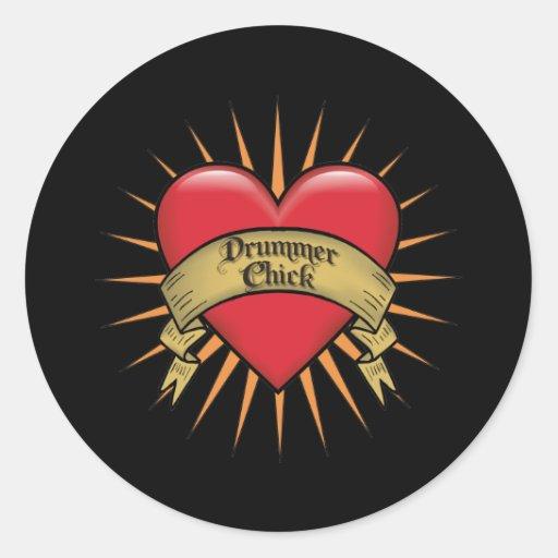 Polluelo del batería del corazón del tatuaje pegatina redonda