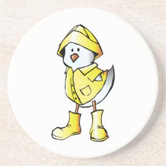 Polluelo del bebé del dibujo animado que lleva un  posavasos manualidades