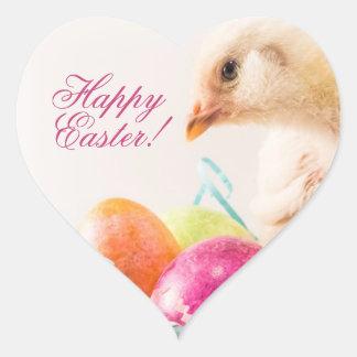 Polluelo del bebé en la cesta de Pascua Pegatina Corazon