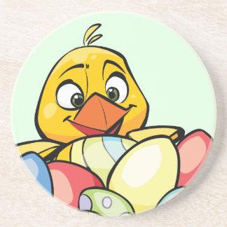 Polluelo del bebé y huevos de Pascua lindos Posavaso Para Bebida