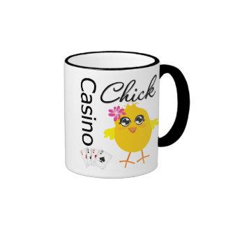 Polluelo del casino taza de dos colores