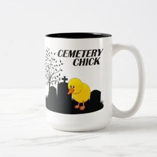 Polluelo del cementerio taza de dos tonos