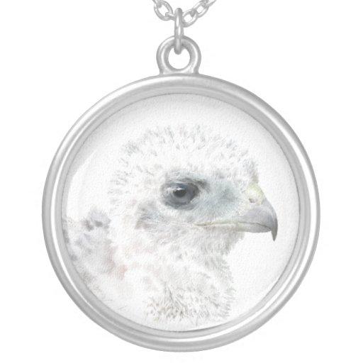 Polluelo del halcón de los toneleros colgante redondo