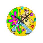 Polluelo del Hippie de los años 60 Reloj De Pared