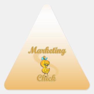Polluelo del márketing pegatina triangular
