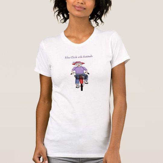 Polluelo del motorista de la mujer con la camiseta
