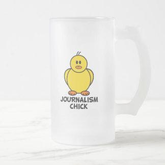 Polluelo del periodismo taza de cristal