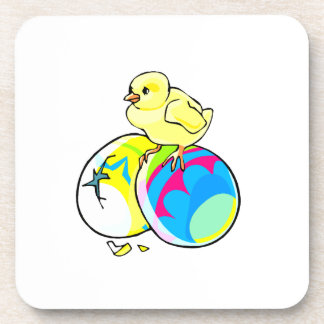 polluelo en dos huevos de Pascua coloreados Posavasos