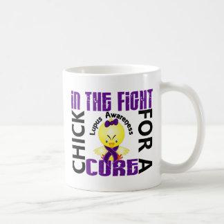 Polluelo en el lupus de la lucha taza