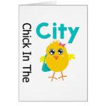 Polluelo en la ciudad tarjetas