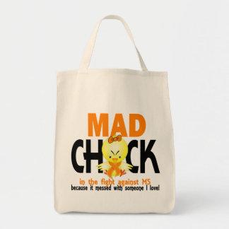Polluelo enojado en el ms de la lucha bolsas