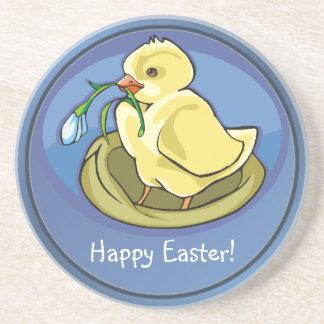 Polluelo feliz delicioso de Pascua con el práctico Posavasos Diseño