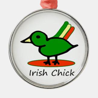 Polluelo irlandés adorno redondo plateado