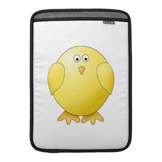 Polluelo lindo. Pequeño pájaro amarillo Fundas Macbook Air