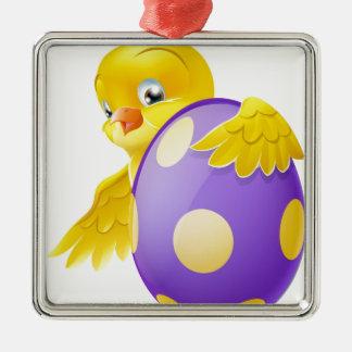 Polluelo lindo y huevo de Pascua pintado del Adorno Cuadrado Plateado