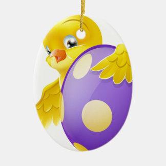 Polluelo lindo y huevo de Pascua pintado del Adorno Ovalado De Cerámica
