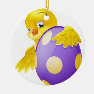Polluelo lindo y huevo de Pascua pintado del Adorno Redondo De Cerámica