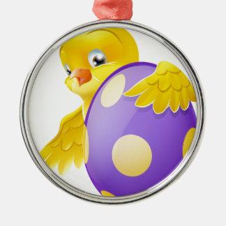 Polluelo lindo y huevo de Pascua pintado del Adorno Redondo Plateado