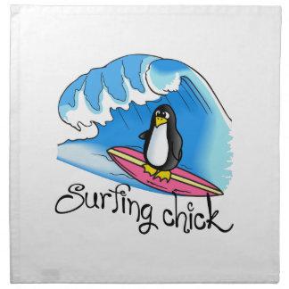 POLLUELO QUE PRACTICA SURF SERVILLETAS