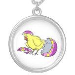 polluelo que trama el huevo amarillo púrpura collares personalizados