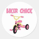 Polluelo rosado del motorista del triciclo etiqueta