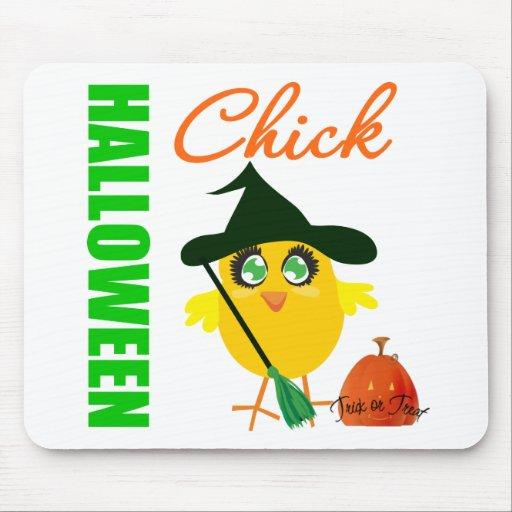 Polluelo v2 de la bruja de Halloween Tapetes De Ratón
