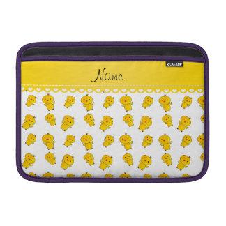 Polluelos amarillos blancos conocidos funda  MacBook