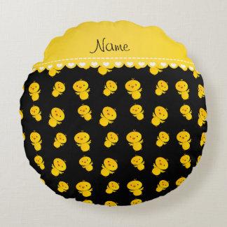 Polluelos amarillos negros conocidos cojín redondo
